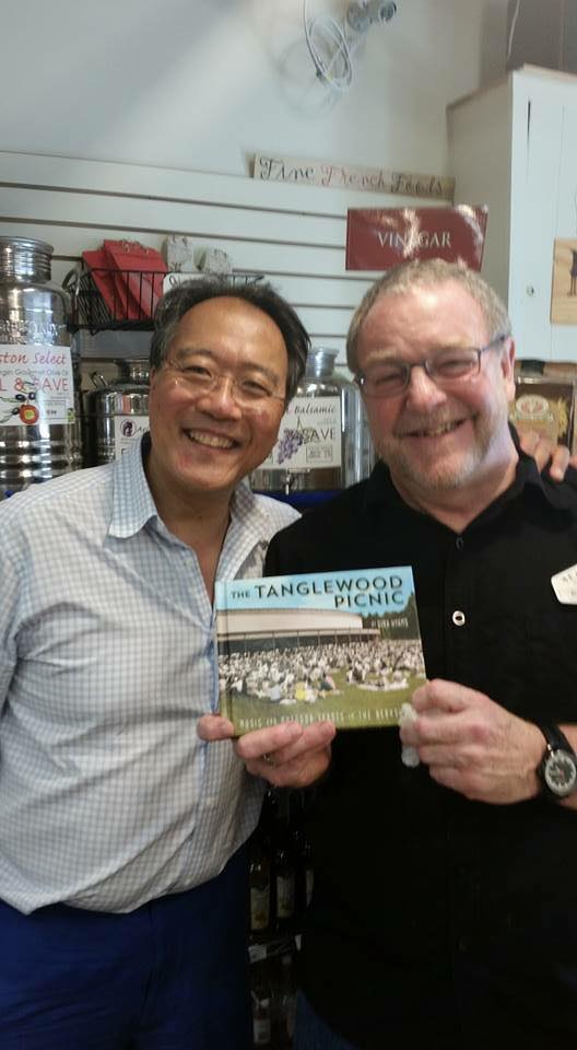Who likes The Tanglewood Picnic? Yo-Yo Ma, that's who! (Seen here with Nejaime's Wine Cellars's fine cheesemonger, Bob Luhmann)